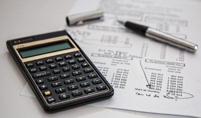 Karencja-odroczenie-spłaty-kredytu-wakacje-kredytowe-400x236